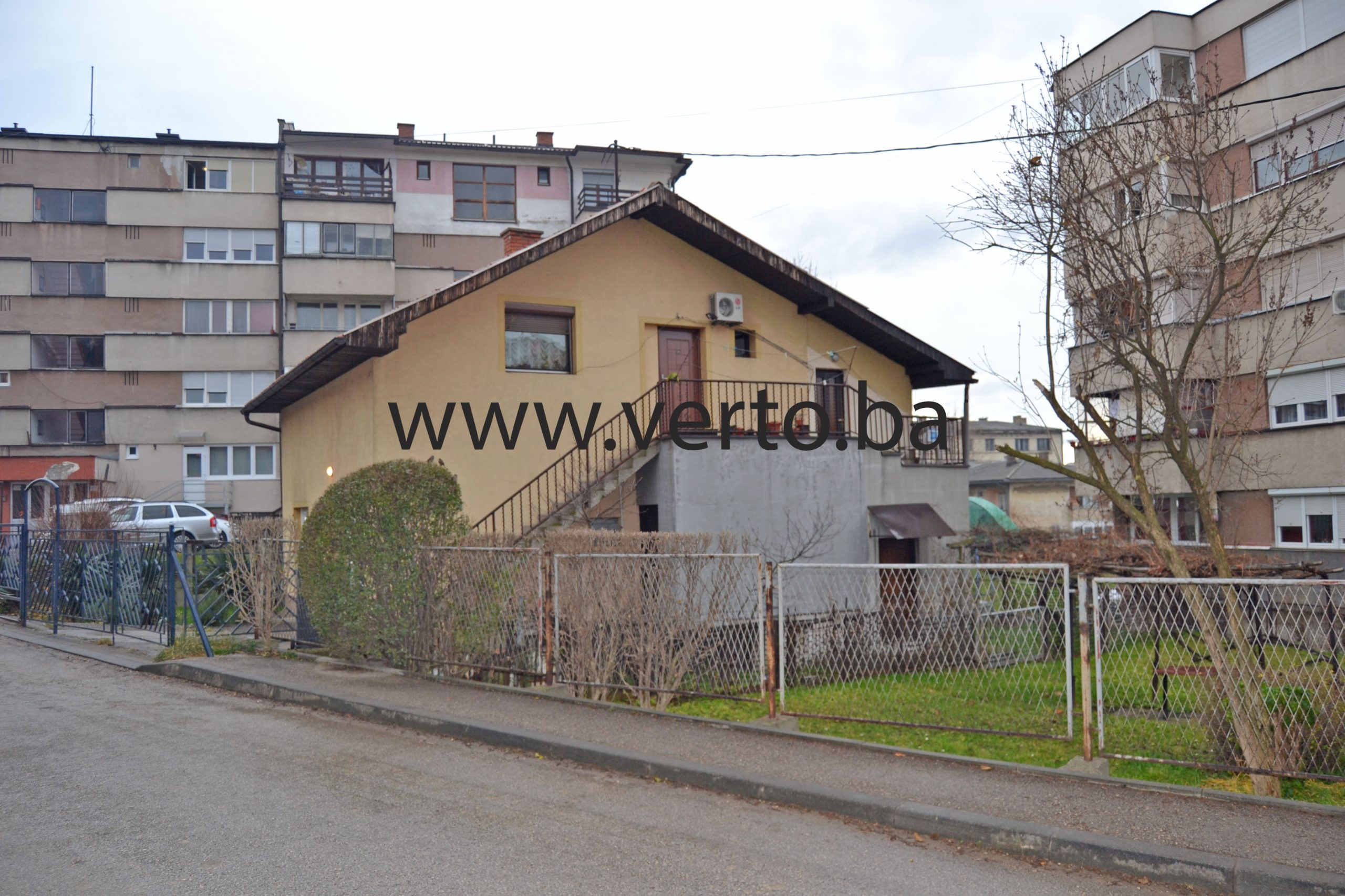 Kuća površine 171 m2, izgrađena na parceli površine 245 m2, Donji Mosnik, Tuzla